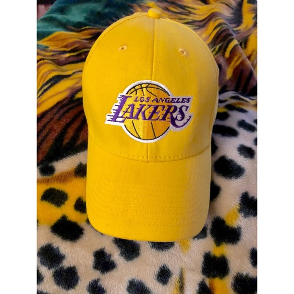 5746791732b NWOT Los Angeles Lakers hat! One size fits all